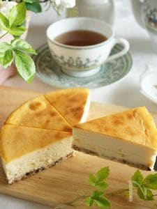 5つの食材だけで作る、本格濃厚ベイクドチーズケーキ
