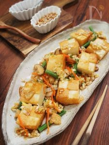 ご飯がすすむ♪カリッと厚揚げ五目野菜の葱ソース
