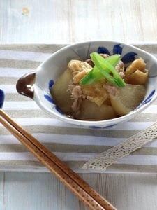 豚肉と油揚げ、大根の煮物