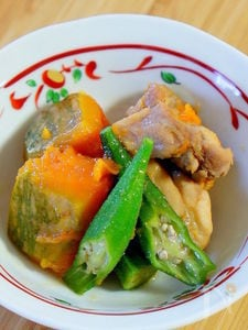 鶏肉と南瓜とオクラの煮物