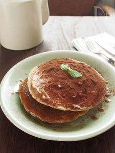 ヨーグルトとハニーコーヒーソースのティラミス風パンケーキ