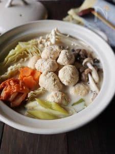 きのこと鶏団子のキムチ豆乳鍋