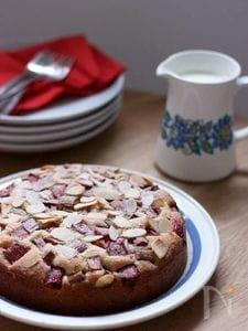 ルバーブのアーモンドケーキ