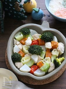 ささみと冬野菜のモザイクオイル蒸し。
