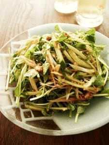 豆苗とキュウリで♪うま辛タレのシャキシャキ中華サラダ