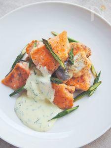鮭とアスパラガスのディルマヨ添え
