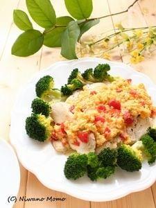【鶏むね肉使用】 レンチン蒸し鶏のトマト入りふわとろ卵ソース