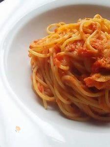 ローズマリー香るツナトマトパスタ
