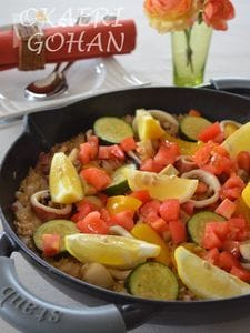 夏野菜とスルメイカの旨みパエリア