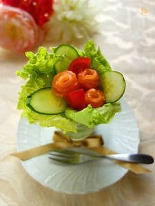 スモークサーモンのグラスブーケサラダ