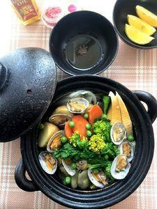 土鍋で作る!春野菜とあさりの白ワイン蒸し