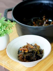 ストウブ鍋でゴーヤと昆布の山椒佃煮風煮物