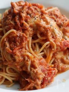 ツナとチーズのトマトソースパスタ