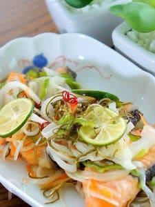 すだちとすし酢でお野菜たっぷりの鮭の南蛮漬け