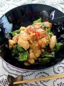 ご飯がすすむ鶏もも肉とししとうの生姜味の煮物