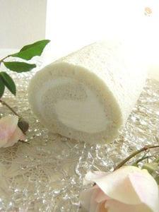 真っ白なロールケーキ