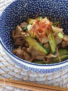 豚、キムチ、きゅうりの炒め物