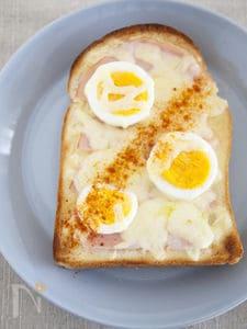 朝食の定番。ハムチーズトースト
