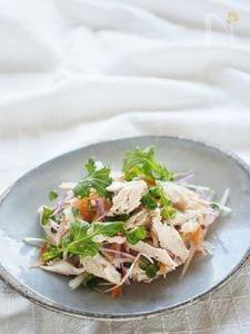 鶏胸肉のオイル漬けサラダ