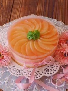 クリアファイルで簡単☆フレッシュの桃で作る、桃のムースケーキ