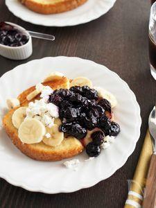 ごろごろブルーベリーソースとバナナのフレンチトースト