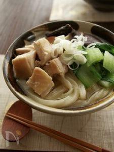 冷凍さぬきうどんで♪鶏としょうがの中華煮込みうどん
