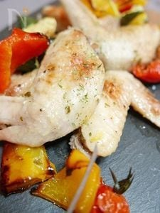 おもてなしにも!鶏手羽と夏野菜のマリネオーブン焼き