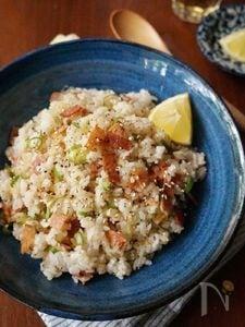 カリカリベーコンのネギ塩まぜご飯