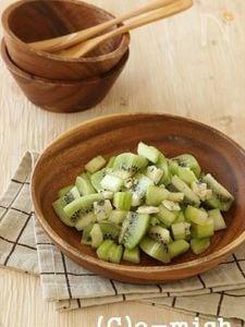 キウイとセロリのサラダ