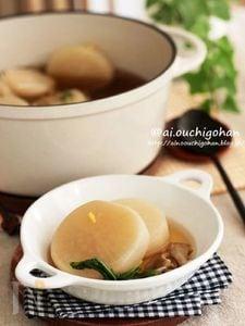 丸ごと1本♡無水鍋で作る*大根とまいたけの旨味スープ♡