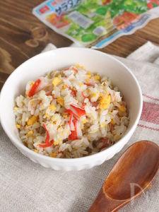 サラダスティックと炒り卵の混ぜご飯