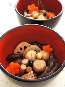 梅花人参の含め煮物と煮しめ