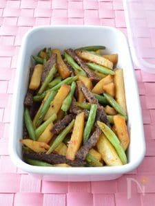 牛カルビ肉とじゃがいもの豆板醤甘辛炒め 作り置きレシピ