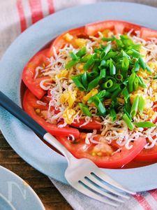 震えるほどの美味しさ♡『トマトのじゃこネギ中華サラダ』