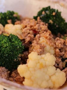 ブロッコリーとカリフラワーと豚挽き肉炒め、中華風