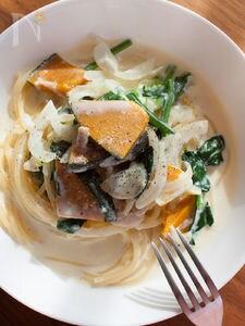 かぼちゃとほうれん草のスープパスタ チーズ風味