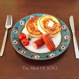 キキのクランペットとソーセージプレート