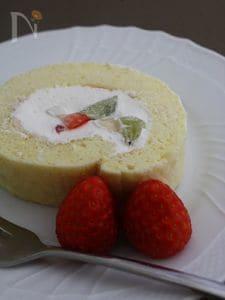 米粉のフルーツロールケーキ