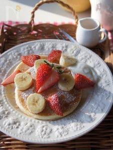 イチゴとバナナでおめかし♡パンケーキ