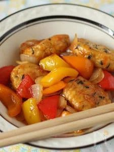 お弁当のおかずに! 彩り野菜と白身魚揚げのチリソース炒め