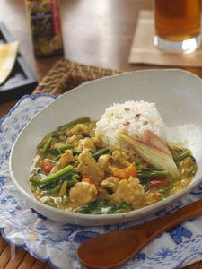 豚肉と空芯菜のココナッツカレー