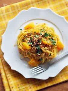 フライパン一つで簡単!オレンジ&アーモンドのワンポットパスタ