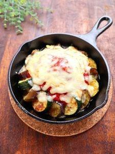 【スキレット】茄子とズッキーニのトマトチーズグリル
