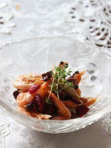 揚げ小海老のドライフルーツ梅肉和え