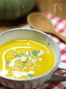 アーモンドミルクとココナッツオイルで 冷製かぼちゃのスープ