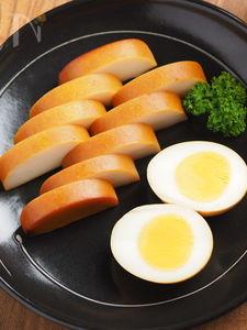 煮卵とカマボコの簡単燻製