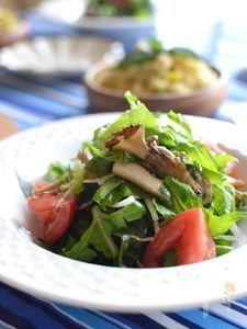香ばしいきのことわかめのサラダ