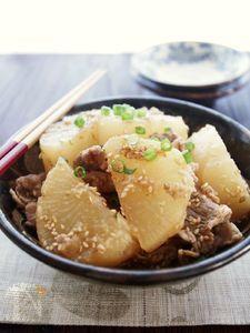 ごまの風味が決めて!韓国風ピリ辛大根と牛肉の煮物