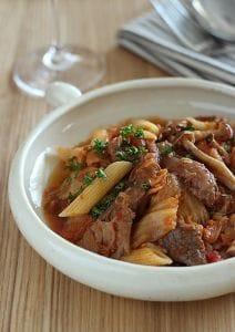 牛すじ肉と白菜のトマト煮込み