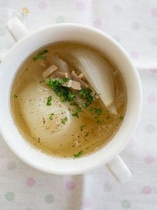 新玉ねぎとベーコンの洋風スープ